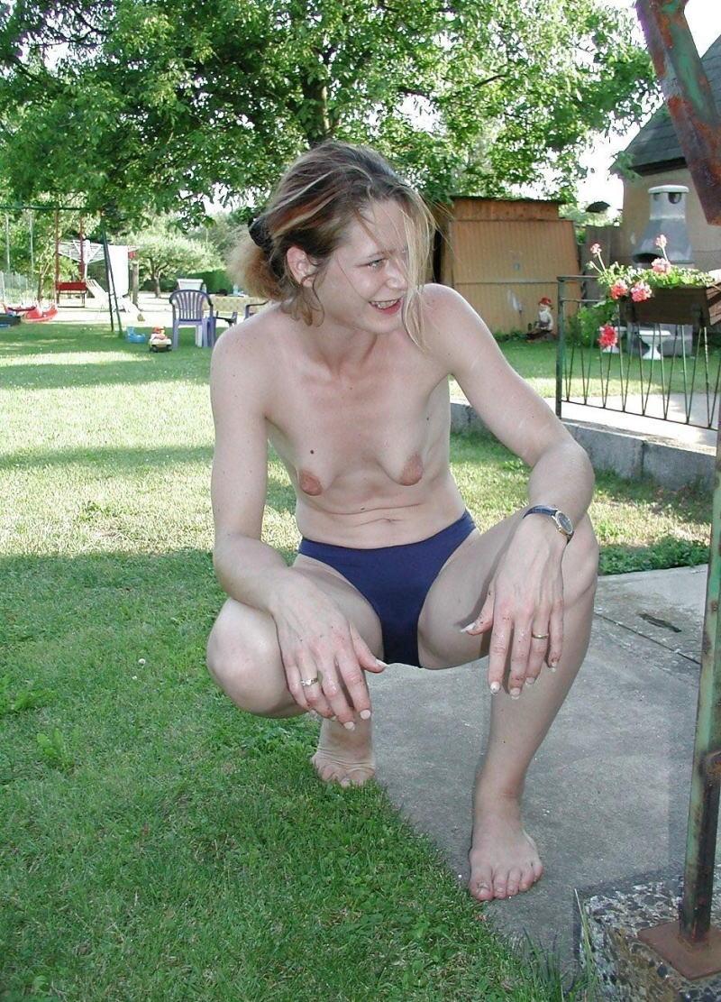 【たれ乳外国人】貧乳でたれまくりのかわいそうなオッパイを持ってる世界のポルノエロ画像wwwww 22 47