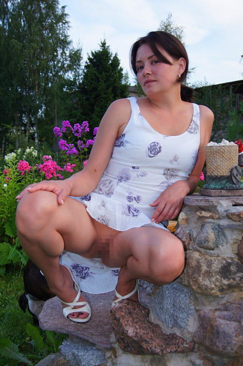 人妻熟女のパンチラ盗撮wwwエロい格好で下着見せちゃう外国人ポルノエロ画像wwww 22 94
