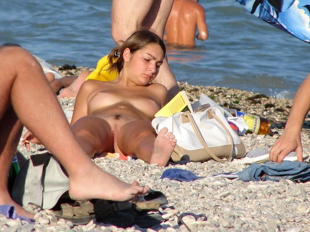 ---❖(゚∀゚)キタコレ!!早期削除注意ーー海岸でオマンコ●見せの外国人発見wwwww 23 18