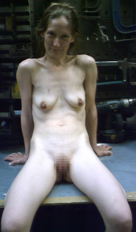 【たれ乳外国人】貧乳でたれまくりのかわいそうなオッパイを持ってる世界のポルノエロ画像wwwww 23 47