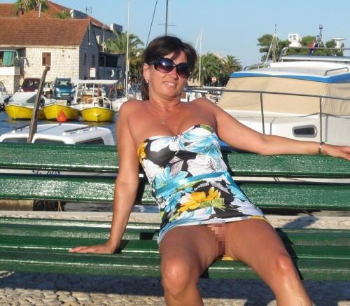 人妻熟女のパンチラ盗撮wwwエロい格好で下着見せちゃう外国人ポルノエロ画像wwww 25 93