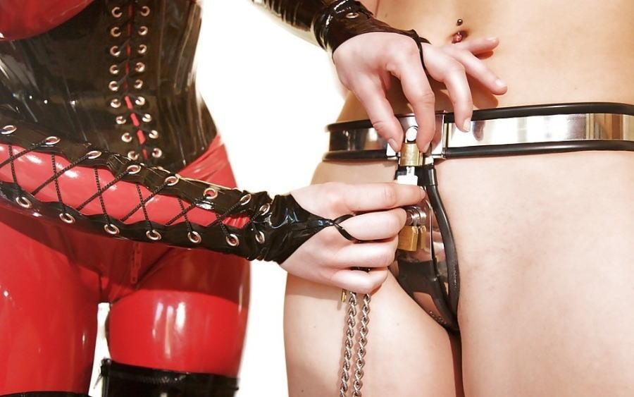【SMグッズ】『マジでマニア向けww』オマンコに装着して調教されちゃう外国人ポルノエロ画像wwwww 27 10