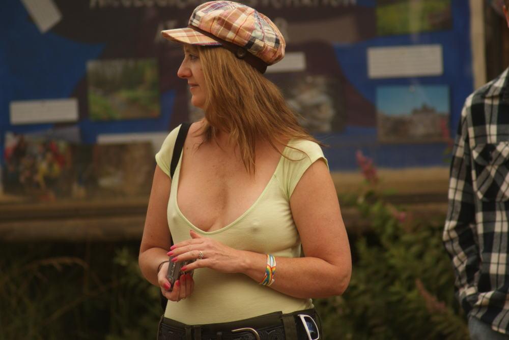 【巨乳外国人町撮り】マダムの美熟女オッパイを狙って撮影したポルノエロ画wwwwww 27 58