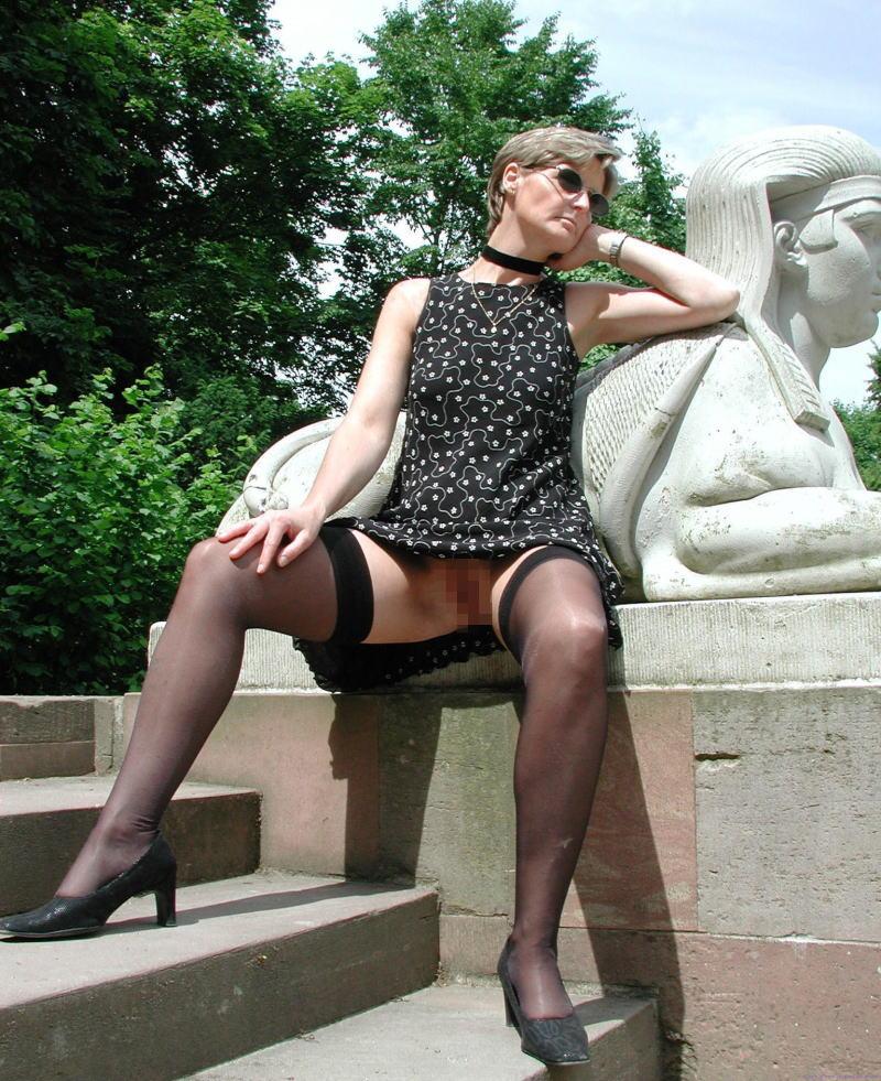 人妻熟女のパンチラ盗撮wwwエロい格好で下着見せちゃう外国人ポルノエロ画像wwww 29 90
