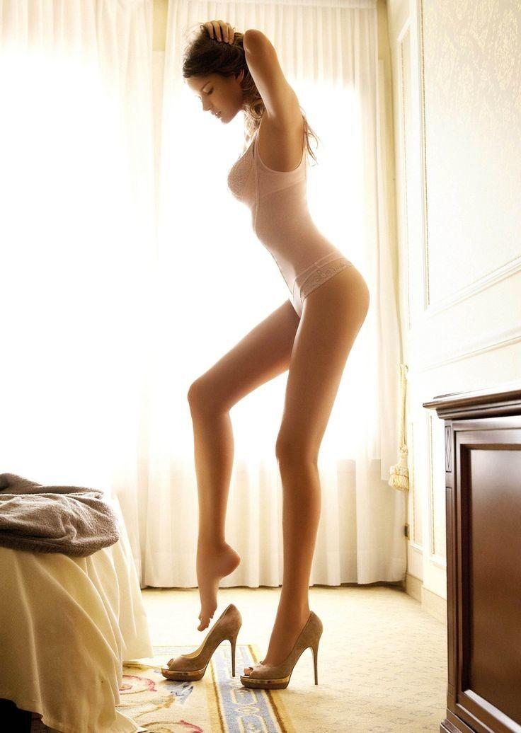 外人ポルノエロ画像!!足が長くて美脚外国人美女をヌード撮影した結果↓↓超エロいんですけどwwww 3 153