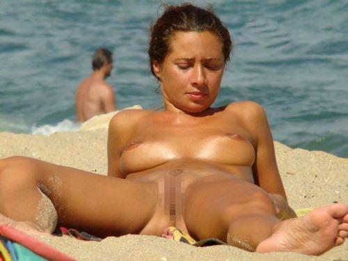 ---❖(゚∀゚)キタコレ!!早期削除注意ーー海岸でオマンコ●見せの外国人発見wwwww 3 19