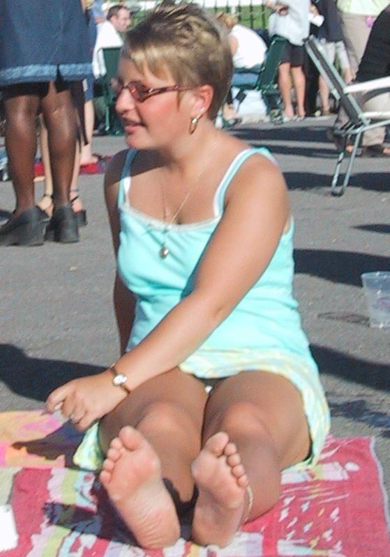 人妻熟女のパンチラ盗撮wwwエロい格好で下着見せちゃう外国人ポルノエロ画像wwww 3 97