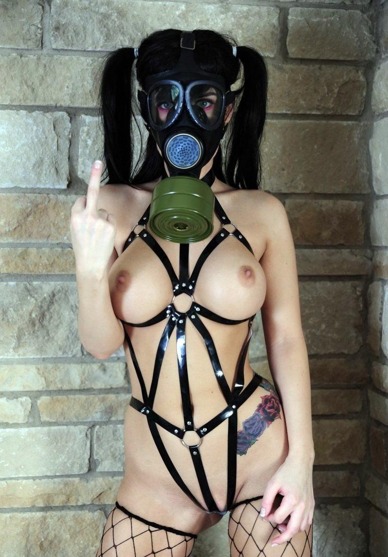 なんじゃ!!?これヤバwwwーーー❖毒ガスマスクしてセックスするド変態外国人のポルノエロ画像wwwwwww 31 26