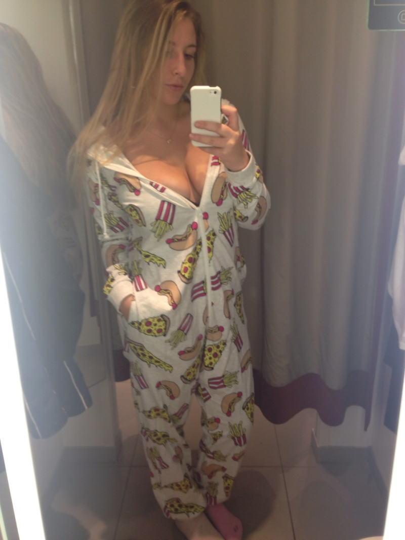 パジャマ姿の外国人ポルノエロ画---❖可愛いキャラクターデザインのパジャマで自撮りヌード見せちゃうぞwwwwwwww 31 47
