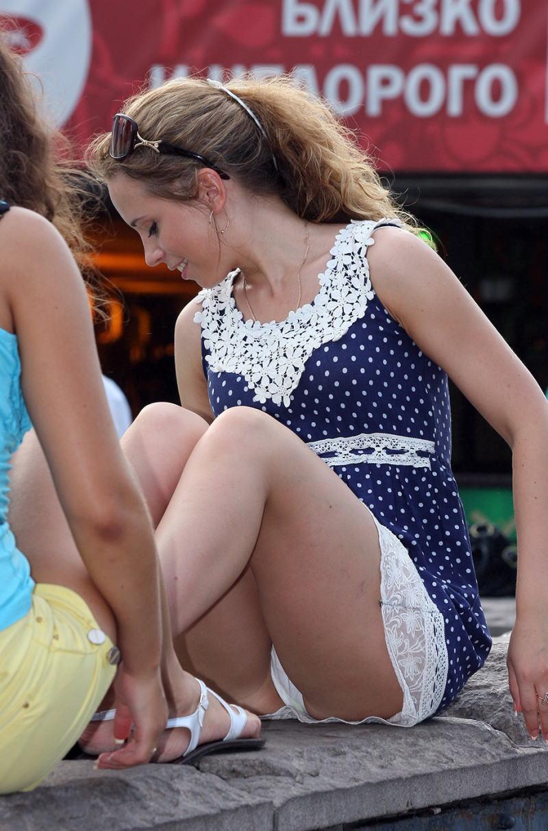 ラッキースケベw町で見かけた外国人がスカート捲れてパンティー丸出しとか草!!!!!!! 31 6