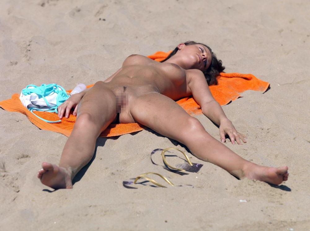 ---❖(゚∀゚)キタコレ!!早期削除注意ーー海岸でオマンコ●見せの外国人発見wwwww 32 17