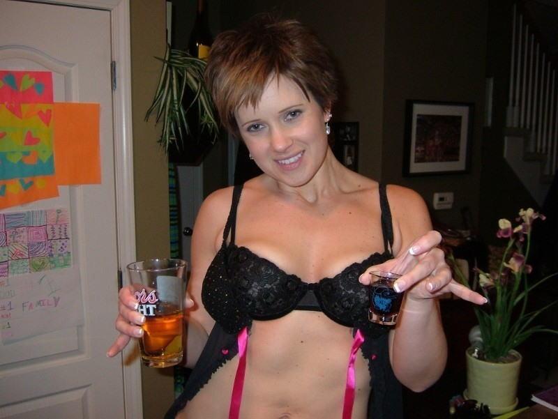 これヤバwwwーーー❖ヌード姿でビールを飲む外国人ポルノエロ画像www 32 79