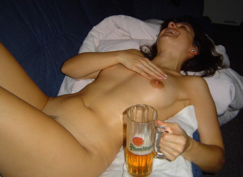 これヤバwwwーーー❖ヌード姿でビールを飲む外国人ポルノエロ画像www 33 77