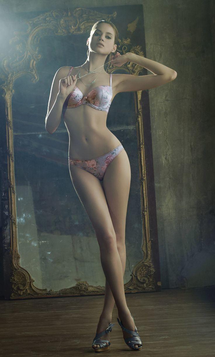 外人ポルノエロ画像!!足が長くて美脚外国人美女をヌード撮影した結果↓↓超エロいんですけどwwww 35 96