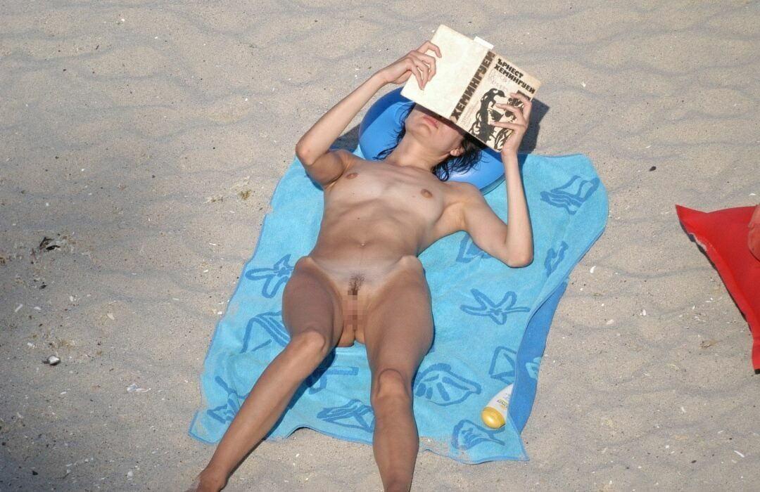 ---❖(゚∀゚)キタコレ!!早期削除注意ーー海岸でオマンコ●見せの外国人発見wwwww 36 12