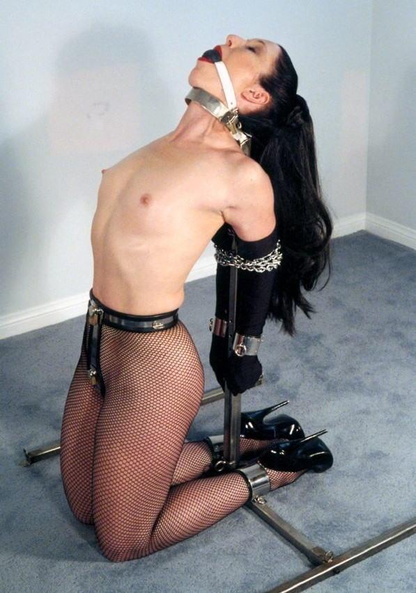 【SMグッズ】『マジでマニア向けww』オマンコに装着して調教されちゃう外国人ポルノエロ画像wwwww 37 6