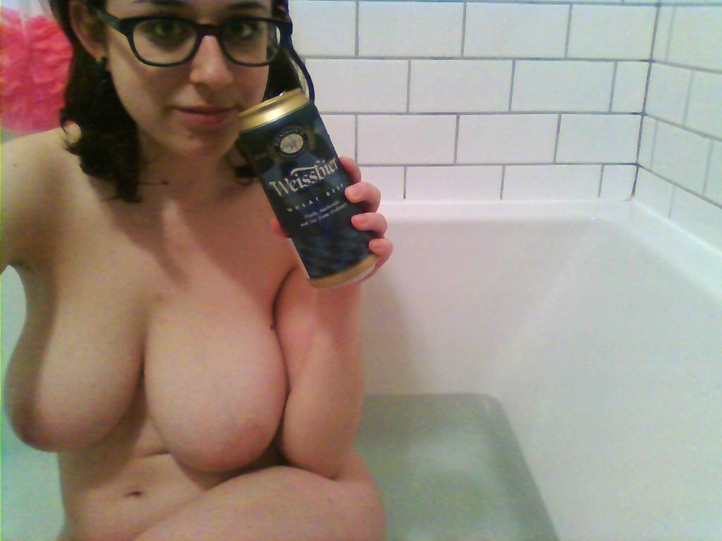 これヤバwwwーーー❖ヌード姿でビールを飲む外国人ポルノエロ画像www 39 43