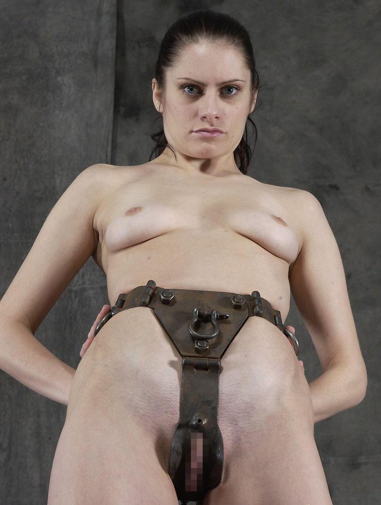 【SMグッズ】『マジでマニア向けww』オマンコに装着して調教されちゃう外国人ポルノエロ画像wwwww 39 5