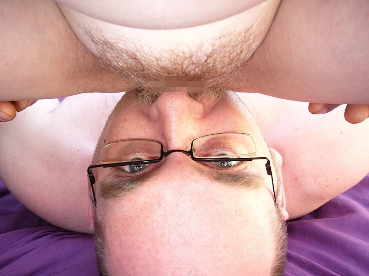 【顔面騎乗位】『Oh~YES!!YES!!』自分んオマンコクリトリス男の顔騎でこすって絶頂しちゃう外国人ポルノエロ画像wwwwwww 39