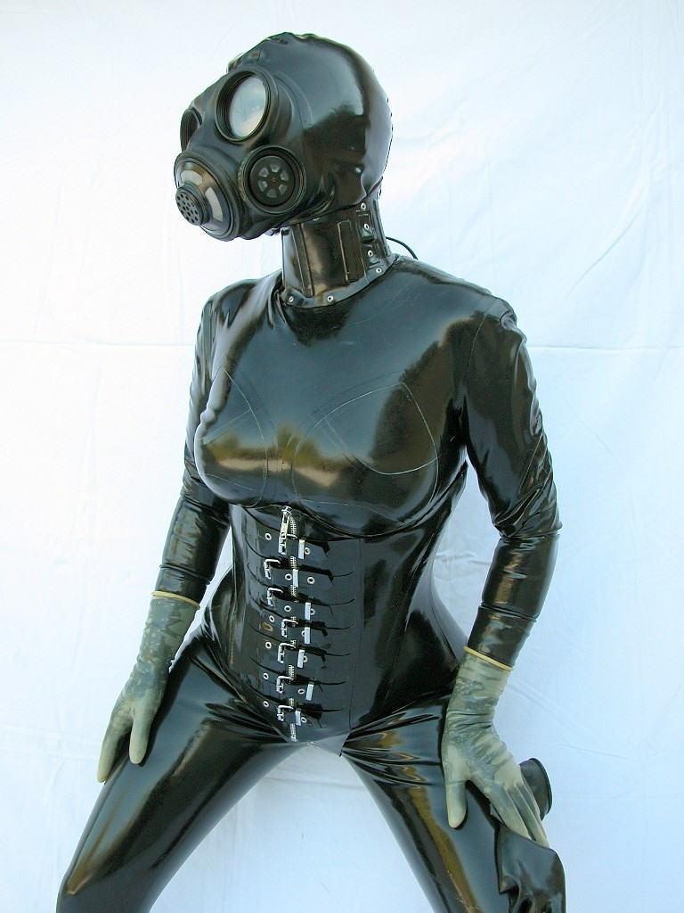 なんじゃ!!?これヤバwwwーーー❖毒ガスマスクしてセックスするド変態外国人のポルノエロ画像wwwwwww 4 32