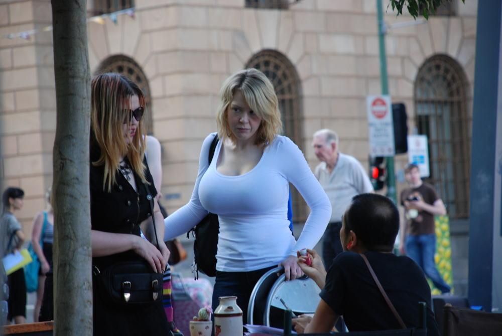 【巨乳外国人町撮り】マダムの美熟女オッパイを狙って撮影したポルノエロ画wwwwww 40 24