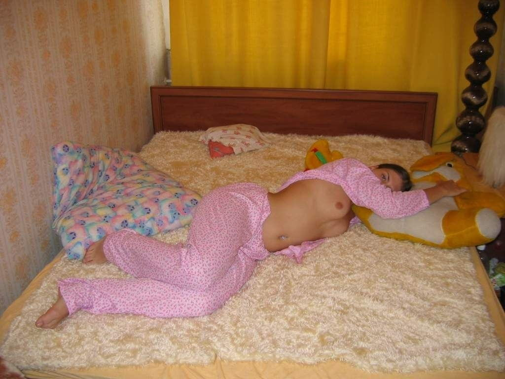 パジャマ姿の外国人ポルノエロ画---❖可愛いキャラクターデザインのパジャマで自撮りヌード見せちゃうぞwwwwwwww 45 6