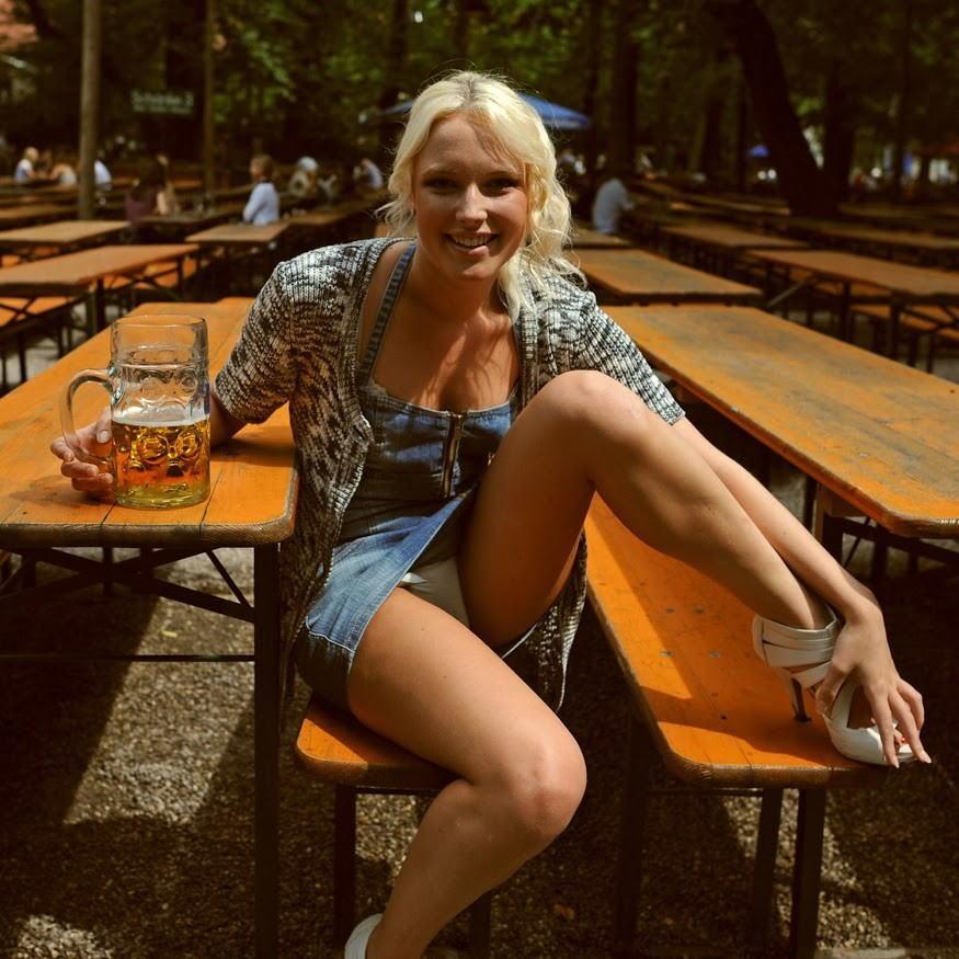これヤバwwwーーー❖ヌード姿でビールを飲む外国人ポルノエロ画像www 47 13