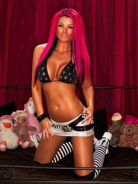 【パンキッシュ外人エロ画像】ピンクに髪を染めた美女が全裸でヌード写真見せまくりwwww 5 25