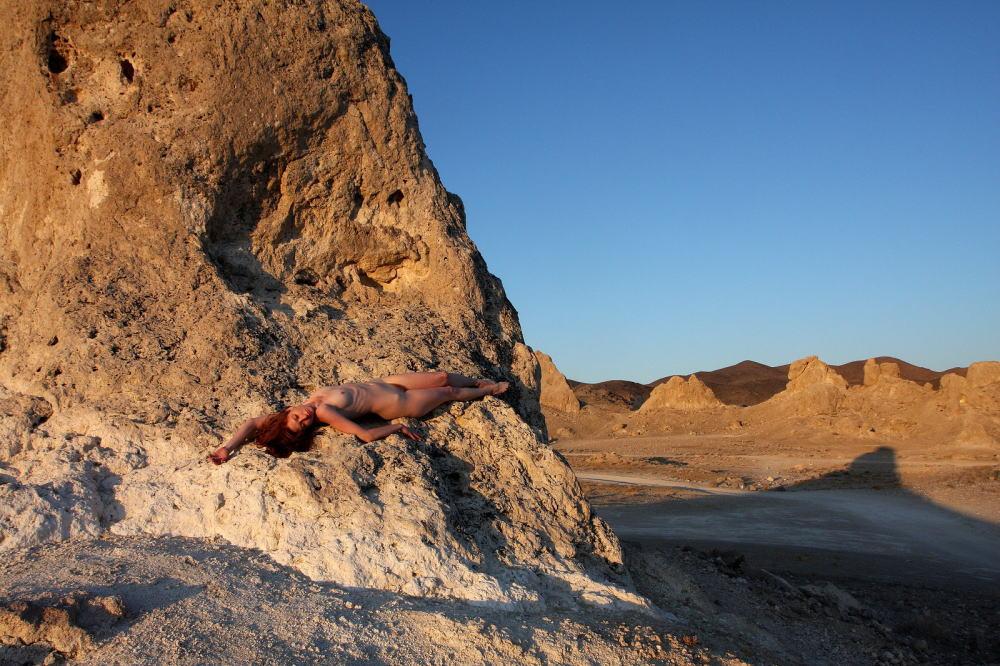【エジプト砂漠で全裸ノード撮影】『世界のエロ画像』まさにアート!生まれたまんまで自然とたわむれる極上美女!!!!! 5