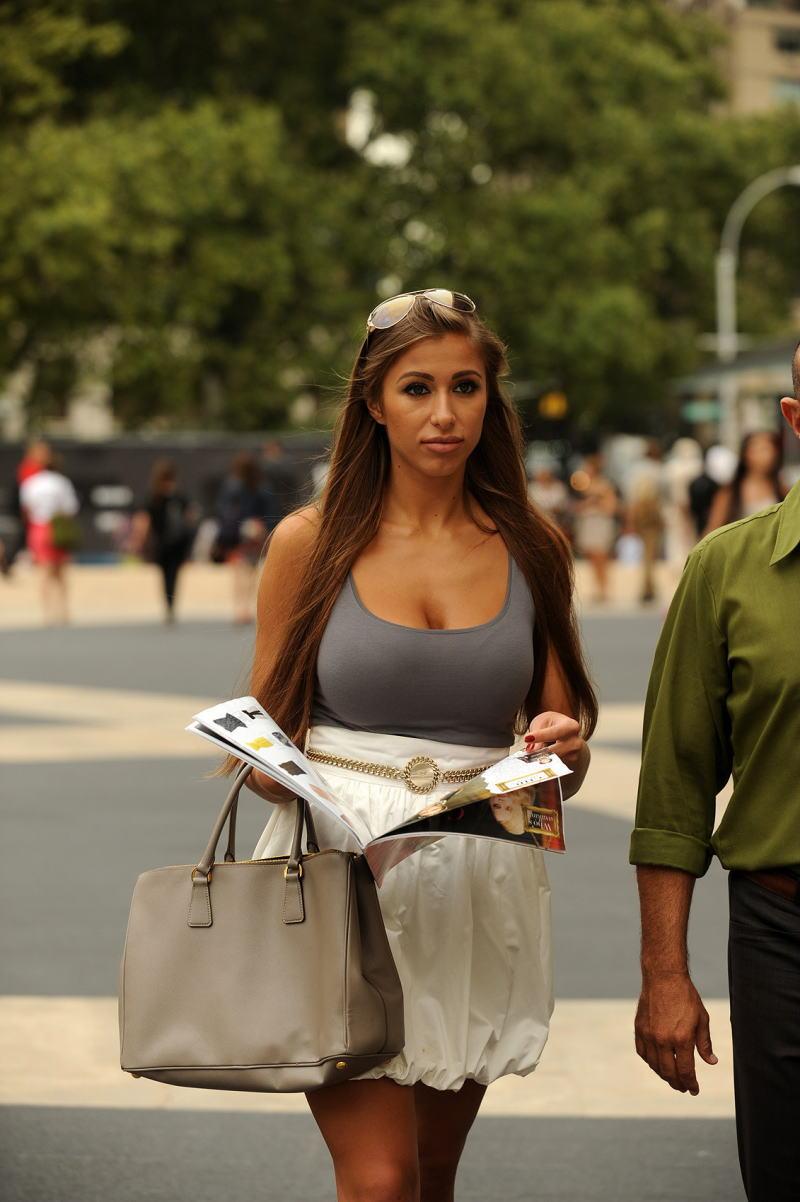 【巨乳外国人町撮り】マダムの美熟女オッパイを狙って撮影したポルノエロ画wwwwww 53 4