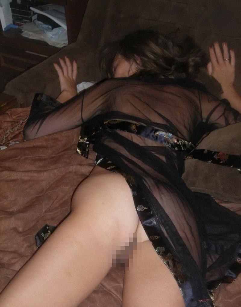 エロ杉注意ーーー❖眠ってる外国人が下着少しずれて乳首軽く見えてるやんww速攻ーレイプするねWWWW 6 52