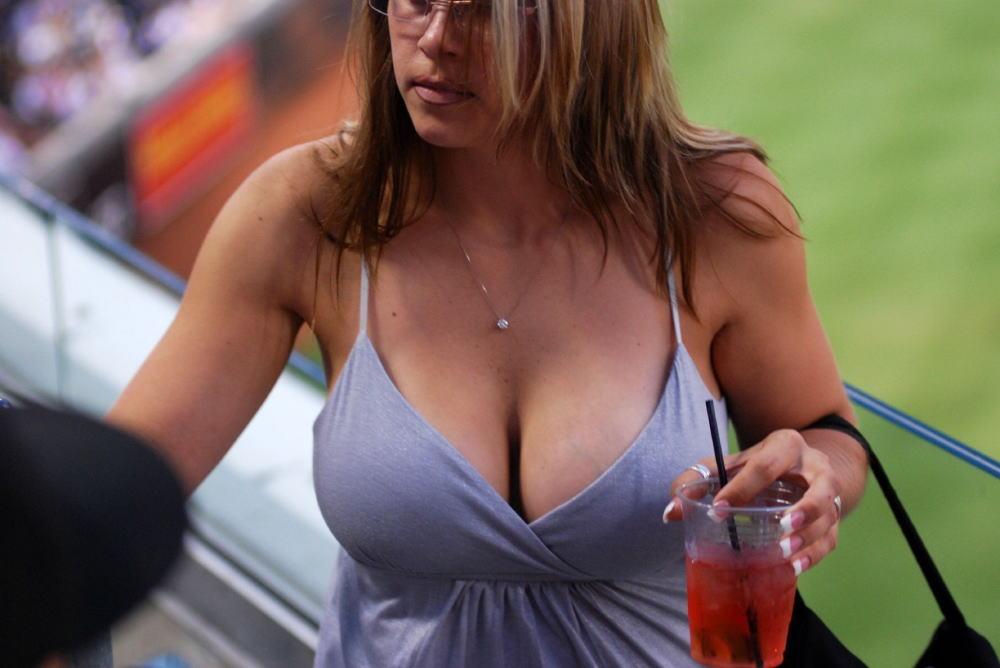 【巨乳外国人町撮り】マダムの美熟女オッパイを狙って撮影したポルノエロ画wwwwww 6 60