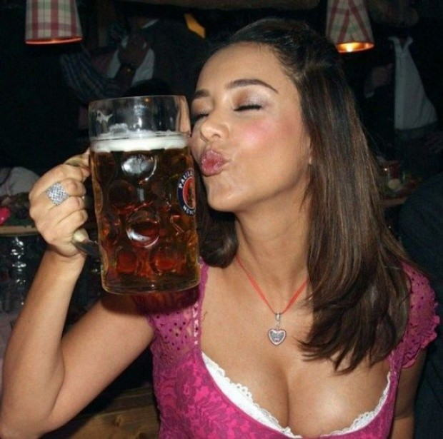 これヤバwwwーーー❖ヌード姿でビールを飲む外国人ポルノエロ画像www 6 94