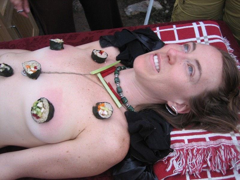 ーーーーー❖超レア画像ww女体盛りされちゃう外国人ポルノエロ画像wwwww 7 132