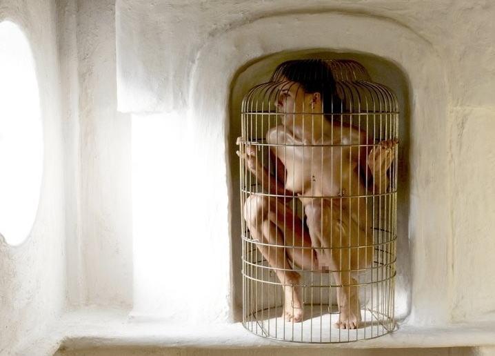 【調教奴隷外人エロ画像】『鳥かごにいれちゃうぞwww』まじでやば杉wやりたい放題し放題wwwwwwww 7 35
