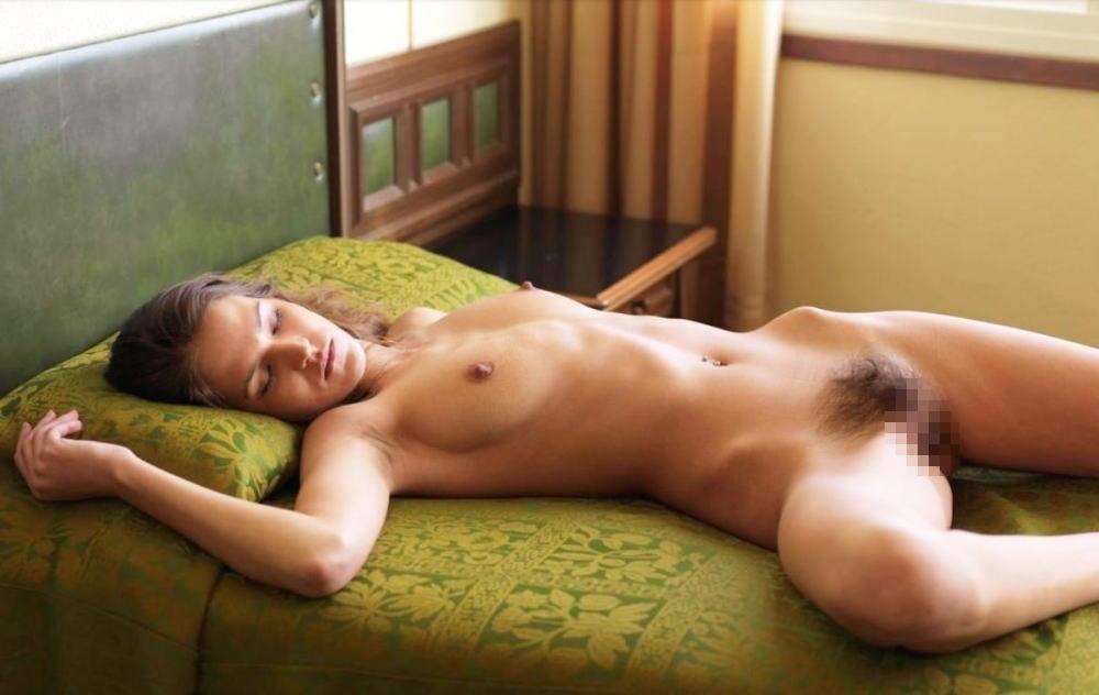風邪ひくなよw外国人が全裸で爆睡中ーーセックスの後で疲れたか????? 7 99