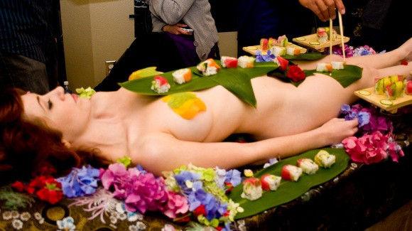 ーーーーー❖超レア画像ww女体盛りされちゃう外国人ポルノエロ画像wwwww 8 132