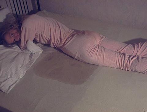 (゚∀゚)キタコレ!!マニア必見www外国人が寝小便した貴重なポルノエロ画像wwww 9 141