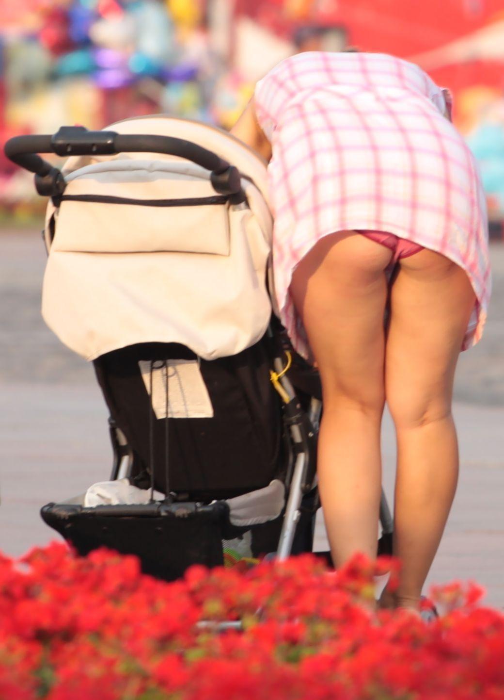 人妻熟女のパンチラ盗撮wwwエロい格好で下着見せちゃう外国人ポルノエロ画像wwww 9 97