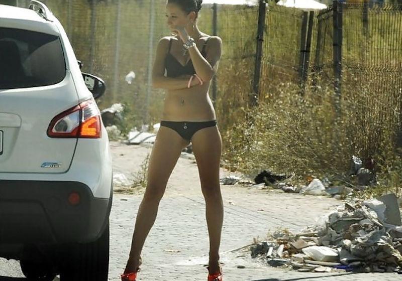 これが世界の売春だ!!立ちんぼが車の男に声をかけて体を売るワンシーンぽるのエロ画像www 1 18