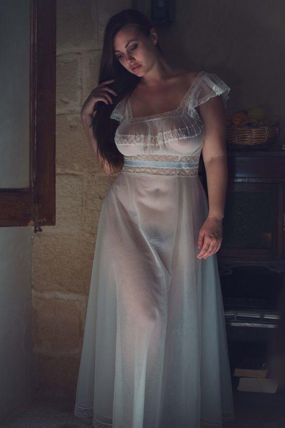 がいこくじんエロ画像wノーブラでスケスケドレスまとうSSS級美女がエロすぎるぞ~~~~ 11 34