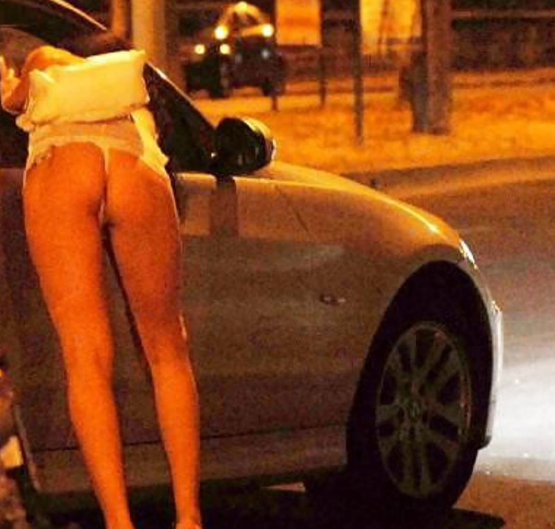 これが世界の売春だ!!立ちんぼが車の男に声をかけて体を売るワンシーンぽるのエロ画像www 12 18