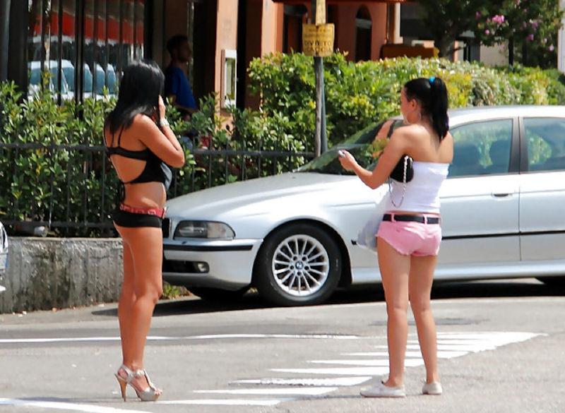 これが世界の売春だ!!立ちんぼが車の男に声をかけて体を売るワンシーンぽるのエロ画像www 13 18