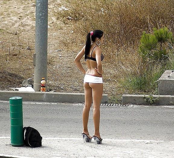 これが世界の売春だ!!立ちんぼが車の男に声をかけて体を売るワンシーンぽるのエロ画像www 14 18