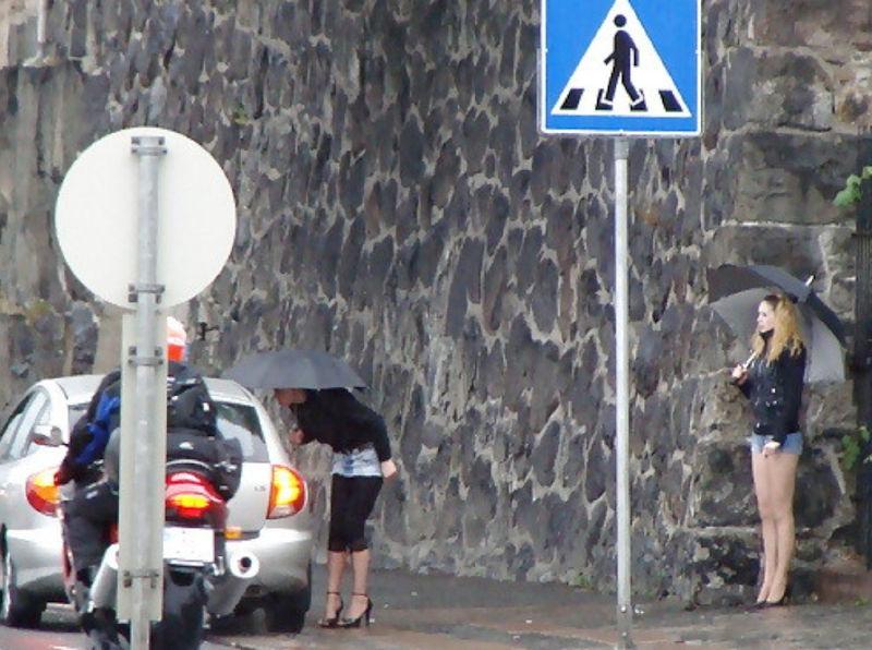 これが世界の売春だ!!立ちんぼが車の男に声をかけて体を売るワンシーンぽるのエロ画像www 16 18
