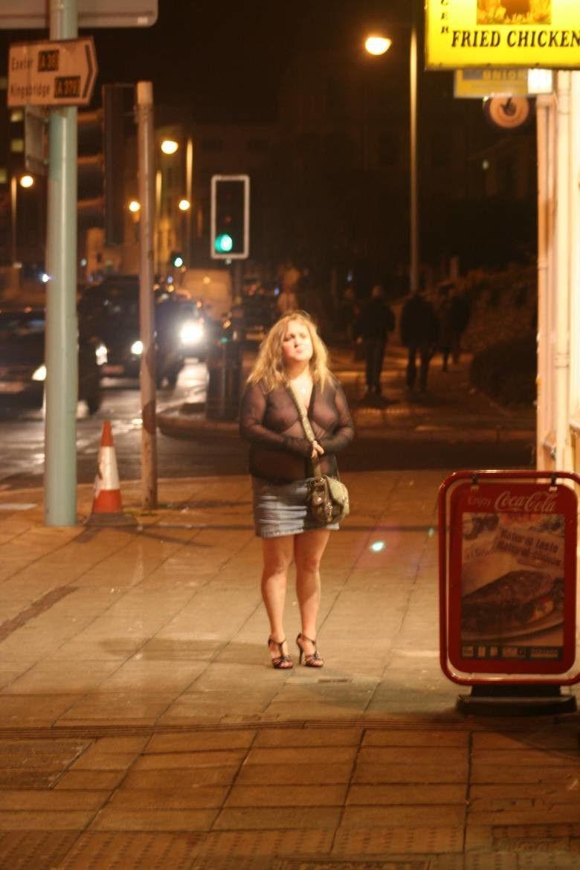 これが世界の売春だ!!立ちんぼが車の男に声をかけて体を売るワンシーンぽるのエロ画像www 19 17