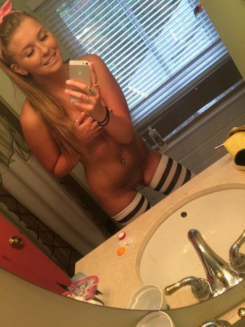 外国人エロ画像wお部屋で自撮り全裸ヌード見せちゃう超カワイ子ちゃんのポルノwwww 20 115