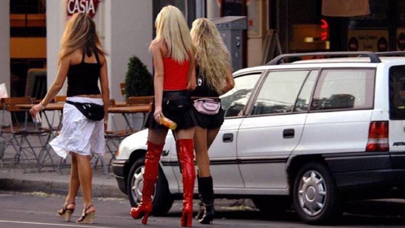 これが世界の売春だ!!立ちんぼが車の男に声をかけて体を売るワンシーンぽるのエロ画像www 26 18