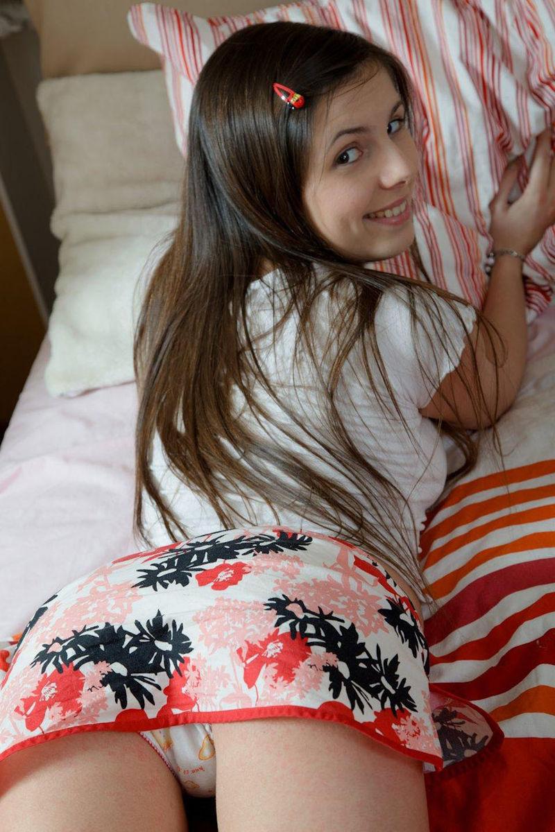 ガイジンポルノw髪の毛をおしゃれにしてる美少女がオッパイとか見せちゃうエロ画像wwwwwwww 26 75