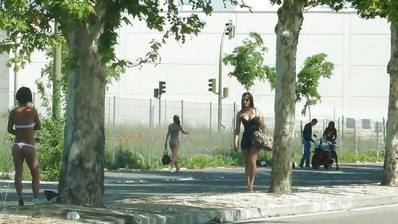 これが世界の売春だ!!立ちんぼが車の男に声をかけて体を売るワンシーンぽるのエロ画像www 27 17